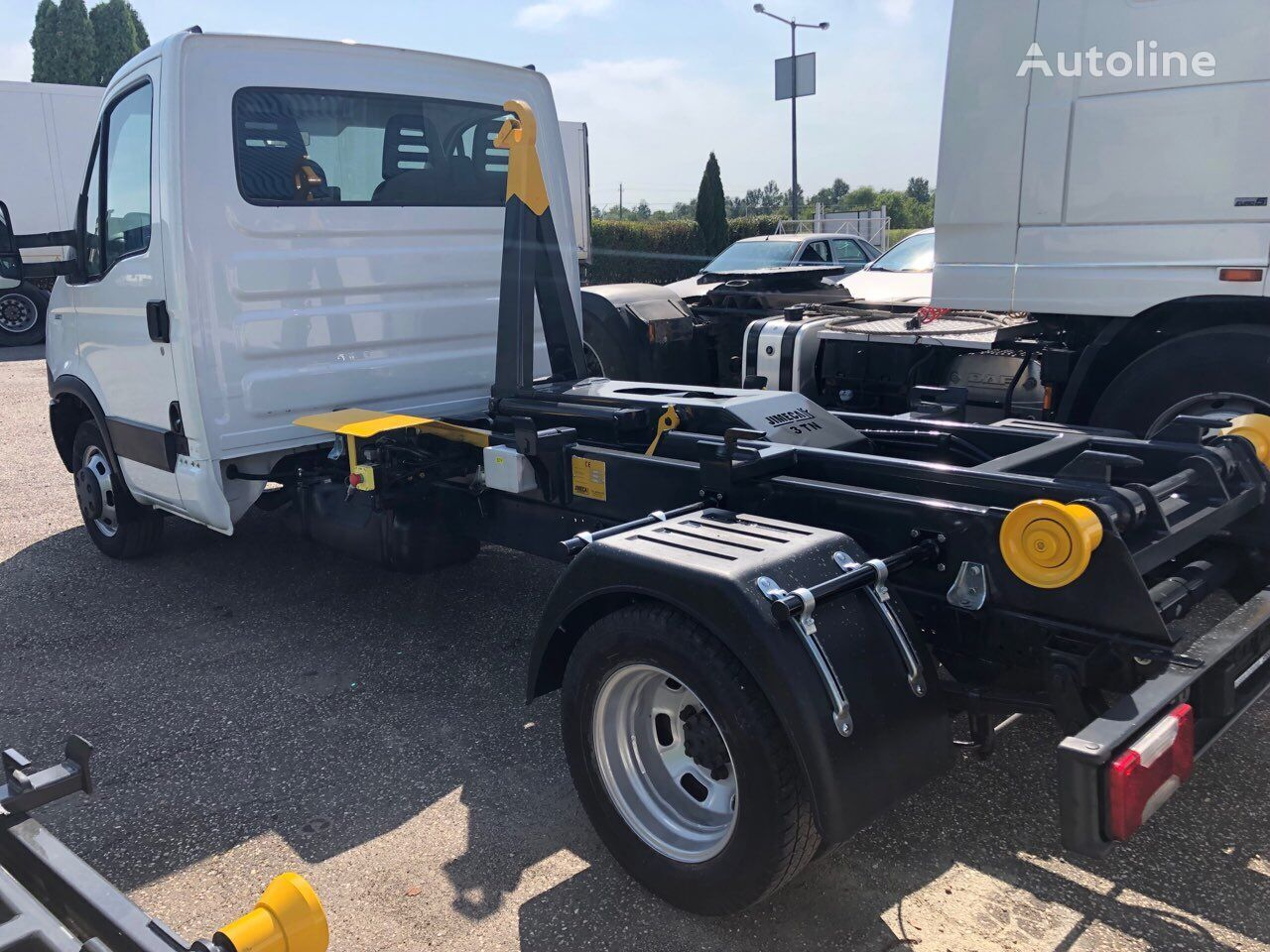 IVECO Daily 35C11 kamion s kukom